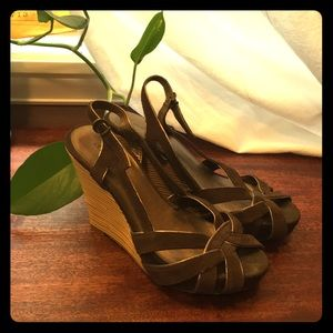Old Navy brown leather bamboo wedges